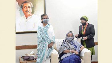 Photo of প্রধানমন্ত্রী টিকা নিলেন